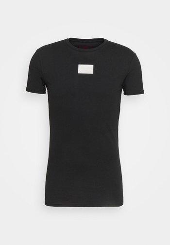 AOKI BADGE GYM TEE - T-shirt con stampa - black
