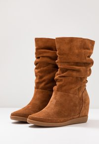 Shoe The Bear - EMMY SLOUCHY - Wedge boots - brown - 4