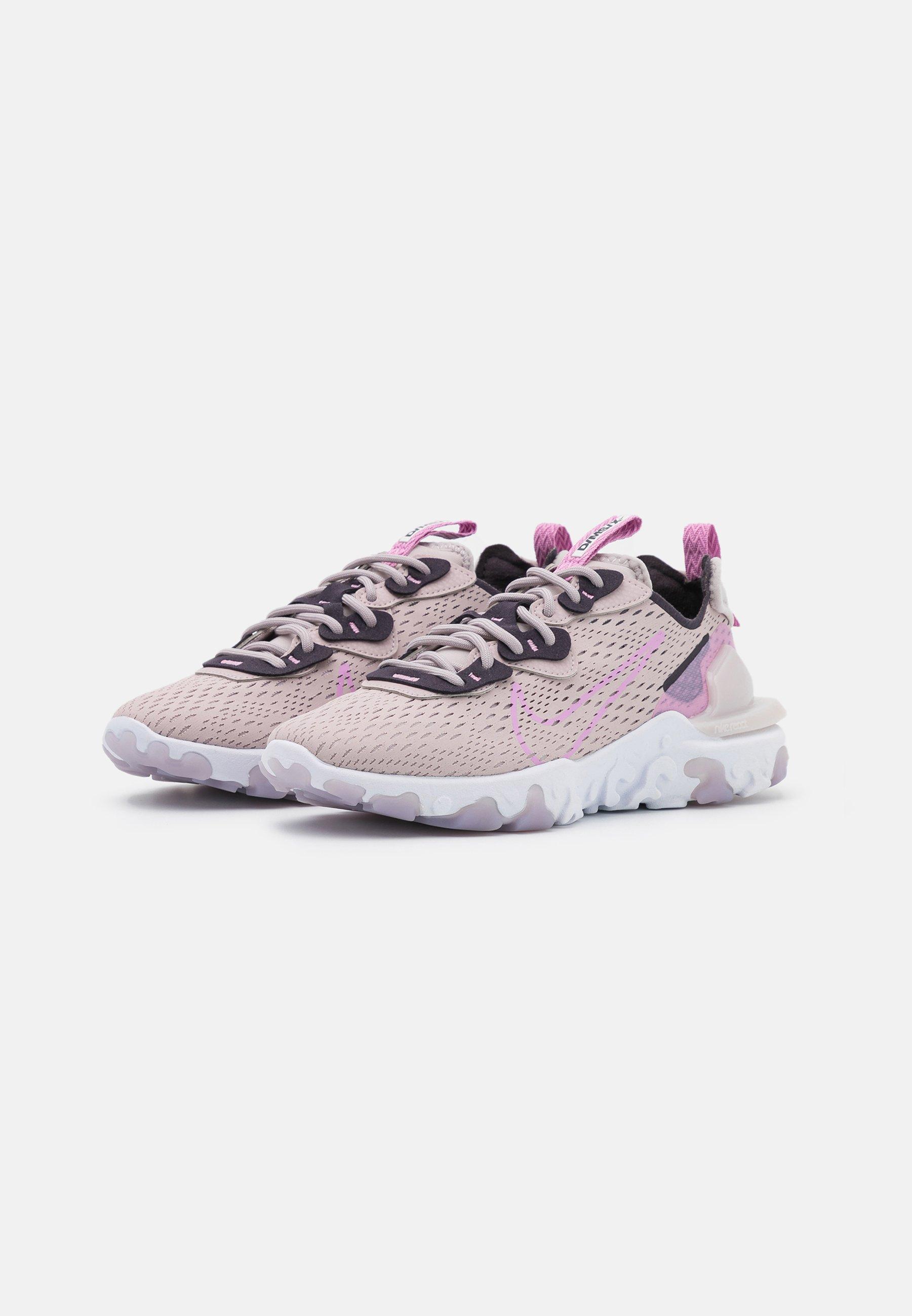 Nike Sportswear REACT VISION Sneaker low platinum violet/beyond pink/cave purple/summit white/rosa
