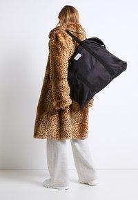DAY ET - GWENETH WEEKEND - Weekend bag - black - 0