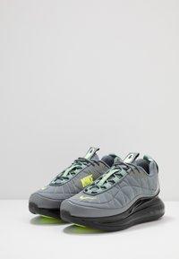 Nike Sportswear - MX-720-818 FOA - Sneakersy niskie - black/grey/volt - 2
