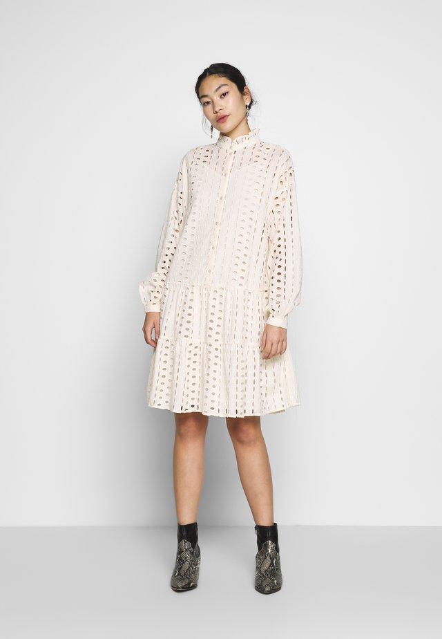 PCDREAMY DRESS - Sukienka koszulowa - whitecap gray