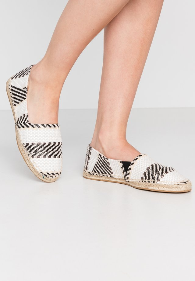 LOWER - Espadrilles - white