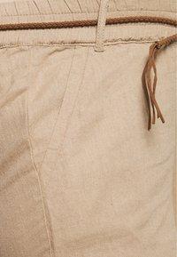 MAMALICIOUS - MLBEACH BELT PANT - Pantalones - brown - 2