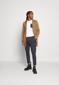 Only & Sons - ONSELIAS CHECK  PANTS - Kalhoty - dress blues - 1