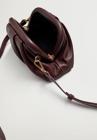 Violeta by Mango - LUSI - Handbag - bordeaux - 2
