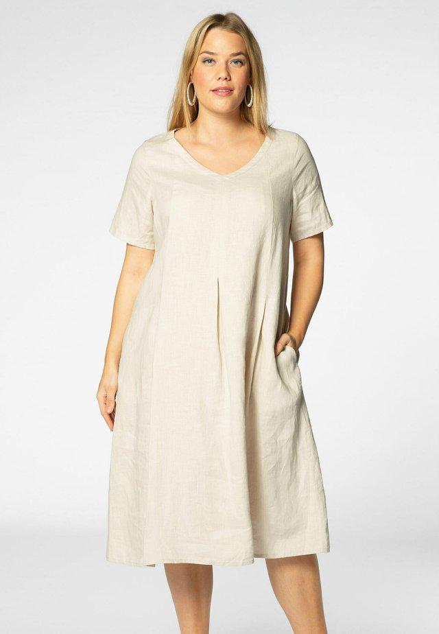 Korte jurk - sand