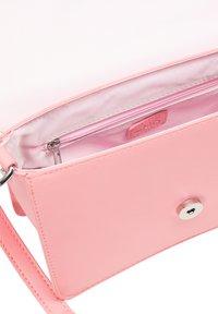 myMo - Across body bag - rosa - 3