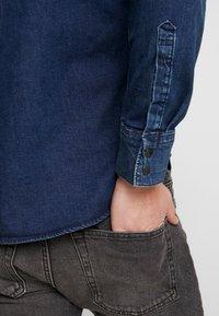 Levi's® - BARSTOW WESTERN SLIM - Košile - dark worn - 5