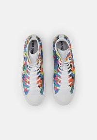 Converse - CHUCK TAYLOR ALL STAR PRIDE - Zapatillas altas - white/multi/white - 3