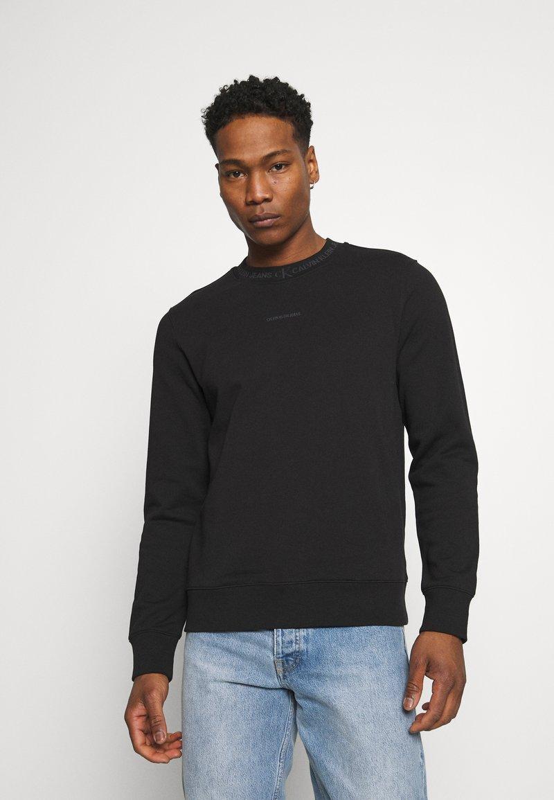 Calvin Klein Jeans - LOGO CREW NECK UNISEX - Sweatshirt - black