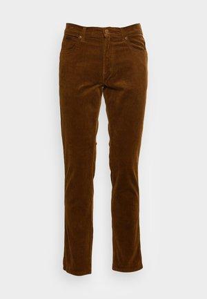 TEXAS SLIM - Trousers - tawny brown