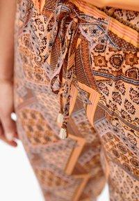Triangle - LEICHTE  MIT SEITENPASPEL - Trousers - orange aop - 5