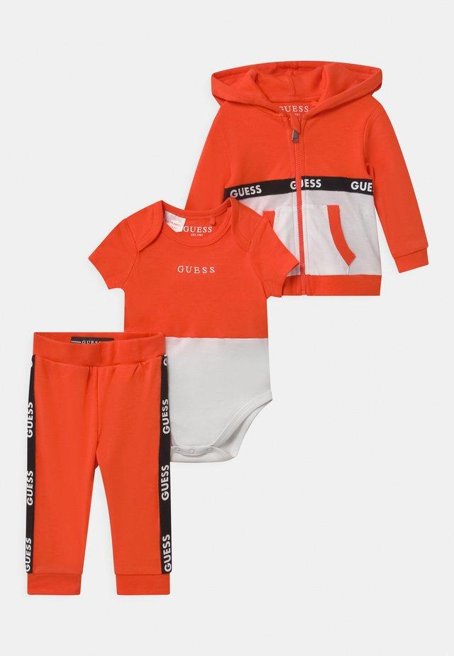TAKE ME HOME SET - Survêtement - resort orange