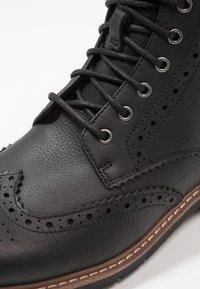 Clarks - BATCOMBE LORD - Lace-up ankle boots - noir - 5