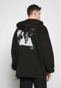 McQ Alexander McQueen - BIG DRAW ZIP HOOD - Mikina na zip - darkest black - 2