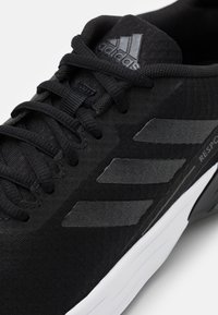 adidas Performance - RESPONSE SR - Laufschuh Neutral - core black/grey six - 5