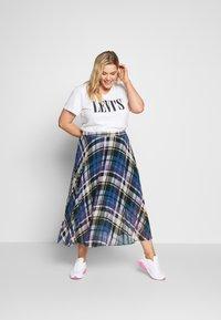 Levi's® Plus - PERFECT TEE - T-shirts med print - white - 1