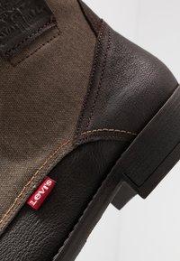 Levi's® - FOWLER - Botki sznurowane - dark brown - 5