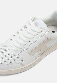 Faguo - HAZEL UNISEX - Tenisky - white/light beige - 4