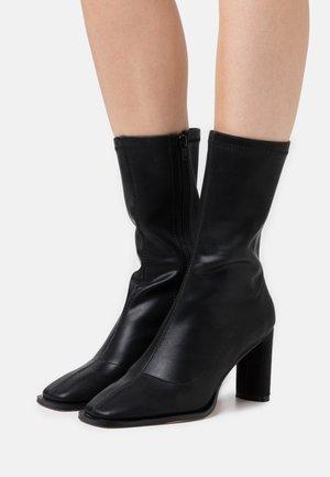 SQUARED TOE TIGHT SHAFT BOOTS - Vysoká obuv - black