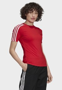 adidas Originals - TIGHT T-SHIRT - Camiseta estampada - red - 3