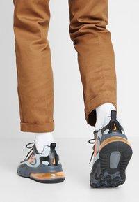 Nike Sportswear - AIR MAX 270 REACT WTR - Sneakersy niskie - wolf grey/total orange/black/dark grey - 0