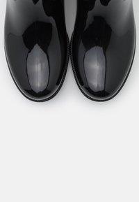 Guess - RIBBA - Botas de agua - black - 5