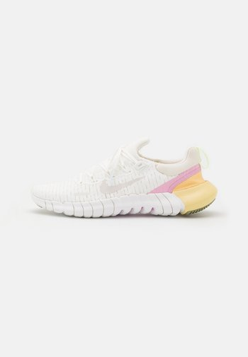 FREE RN 5.0 2021 - Trainers - summit white/platinum tint/light arctic pink