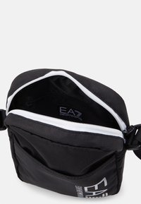 EA7 Emporio Armani - UNISEX - Taška spříčným popruhem - black/white - 3