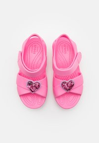 Crocs - CLASSIC CROSS STRAP CHARM - Pool slides - pink lemonade - 3