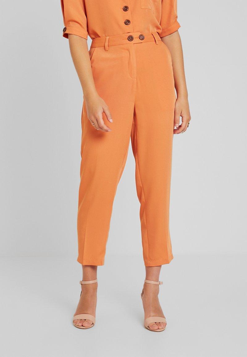 Fashion Union Petite - SAFFRON  - Trousers - orange