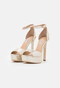 Guess - ALDEN - Platform sandals - plaino - 2