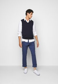 Polo Ralph Lauren - FLAT PANT - Kangashousut - light navy - 1