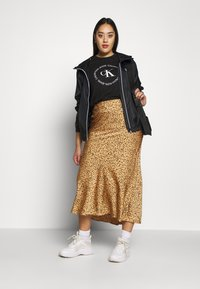 Calvin Klein Jeans Plus - PLUS LARGE CK HOODED ZIP THROUGH - Training jacket - black - 1