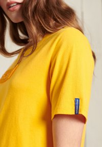 Superdry - CORE LOGO - Print T-shirt - springs yellow - 2