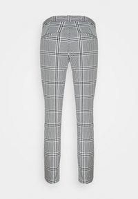 Banana Republic - CURVY SLOANKIKIPLAID - Trousers - black/blanco - 1