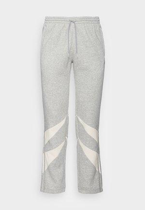 SHARK PANTS - Pantaloni sportivi - medium grey heather  white