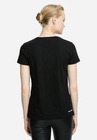 KARL LAGERFELD - IKONIK - T-shirt z nadrukiem - black - 2
