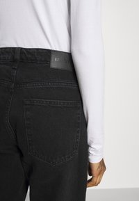 Weekday - VOYAGE LOVED - Straight leg jeans - echo black - 4
