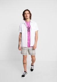 Vans - DISTORT PERFORMANCE  - T-shirt med print - rosebud - 1