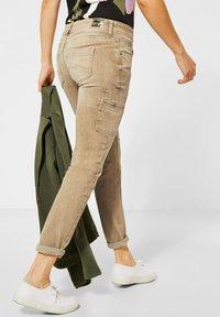 Street One - COLOUR-DENIM IM STYLE - Slim fit jeans - braun - 2