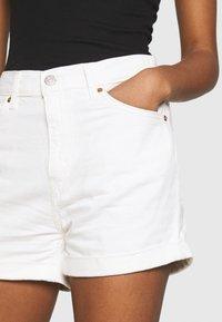 Levi's® - MOM LINE  - Jeans Short / cowboy shorts - want not - 4