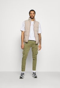 Alpha Industries - JOGGER - Cargo trousers - olive - 1