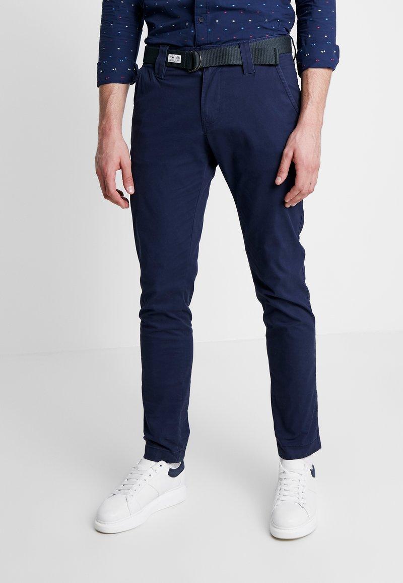 Tommy Jeans - SCANTON DOBBY PANT - Pantalones - black iris