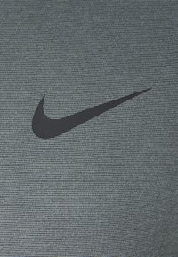 Nike Performance - DRY  - T-shirt basic - black/smoke grey/heather/black - 6