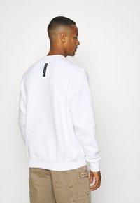 Nike Sportswear - ZIGZAG CREW - Sweatshirt - white - 2
