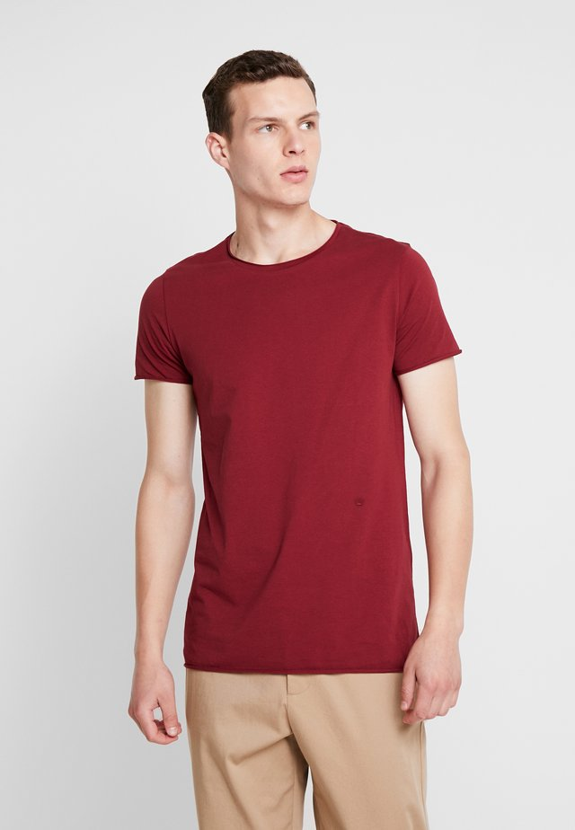 RAW EDGE TEE - Basic T-shirt - red