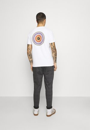 TEE - T-shirt med print - bright white