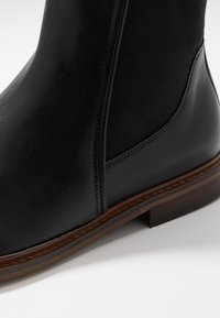 Shoe The Bear - WYATT - Classic ankle boots - black - 5
